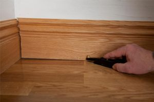Marking skirting for accurate cuts to uneven floors